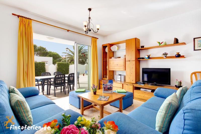menorca strandnahes ferienhaus mit pool in cala blanca fincaferien. Black Bedroom Furniture Sets. Home Design Ideas