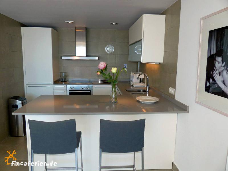 Wohnzimmer zweifarbig streichen - Kuche streichen muster ...