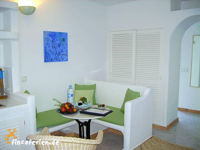 strandnahe studios ibiza mit pool klimaanlage und. Black Bedroom Furniture Sets. Home Design Ideas