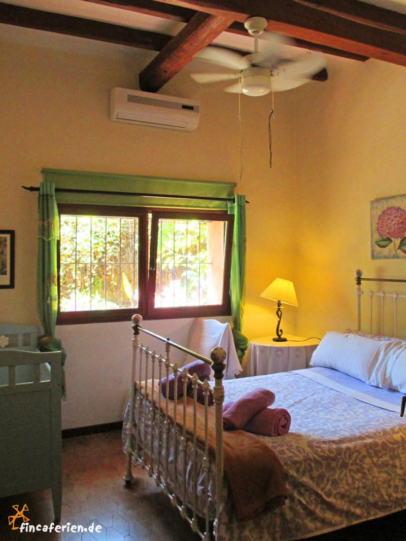 strandnahe finca mit pool klimaanlage und sch nem garten fincaferien finca. Black Bedroom Furniture Sets. Home Design Ideas