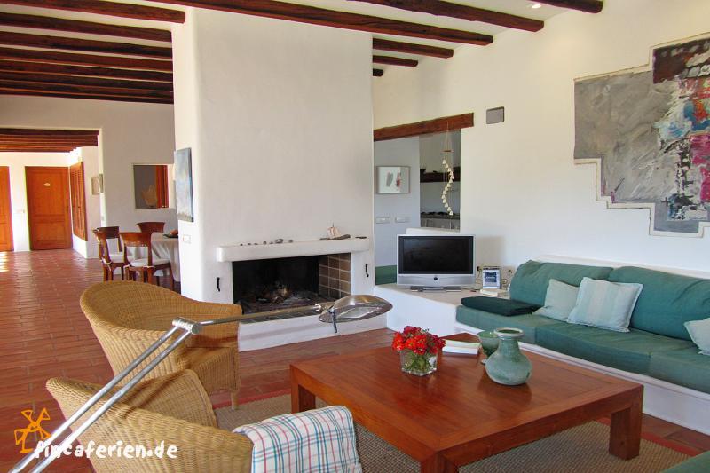 ibiza urlaub mit der familie finca mit pool bei can furnet fincaferien finca. Black Bedroom Furniture Sets. Home Design Ideas