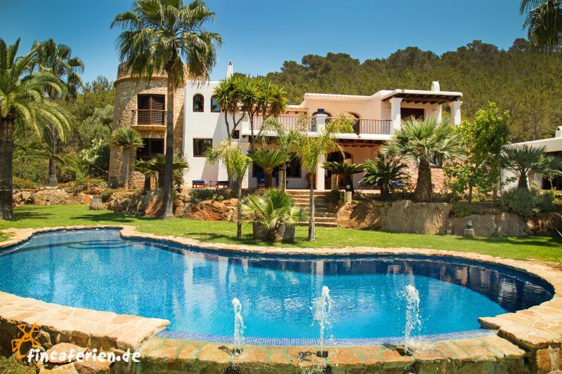 ibiza santa eulalia strandnahe finca mit pool und klimaanlage fincaferien finca. Black Bedroom Furniture Sets. Home Design Ideas