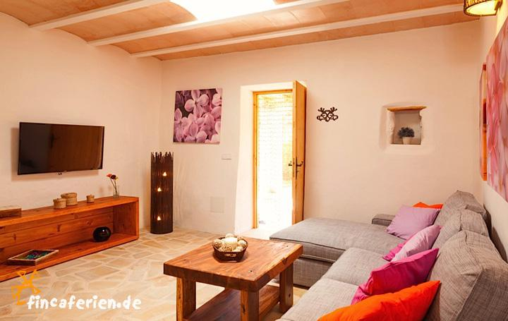 ibiza finca mit klimaanlage und internet cala vadella fincaferien finca. Black Bedroom Furniture Sets. Home Design Ideas