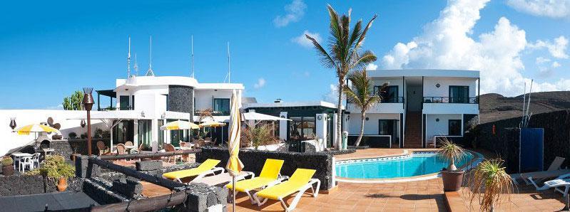 Kleines Hotel mit Pool und Meerblick auf Lanzarote
