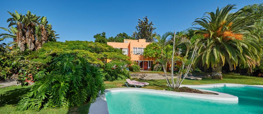 Schöne Ferienanlage auf La Palma mit Pool und Meerblick