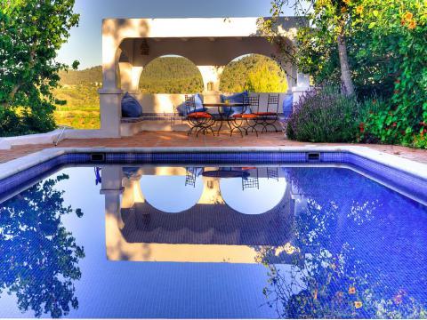 Ibizenkische Finca mit Pool und großem Gartengrundstück (Nr. 0192)