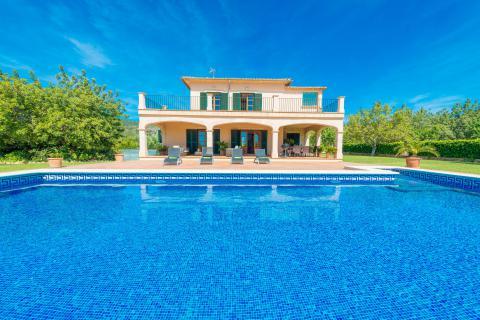 Moderne Finca mit Pool und Zentralheizung bei Lloseta (Nr. 0681)