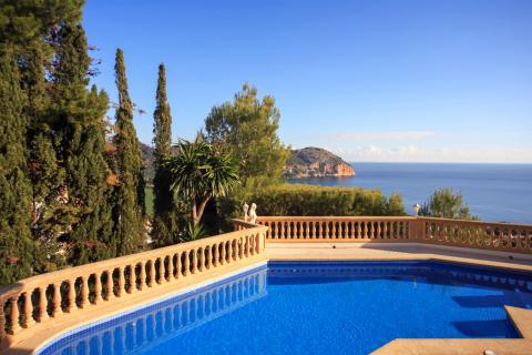 Villa mit Pool und fantastischem Meerblick (Nr. 0690)