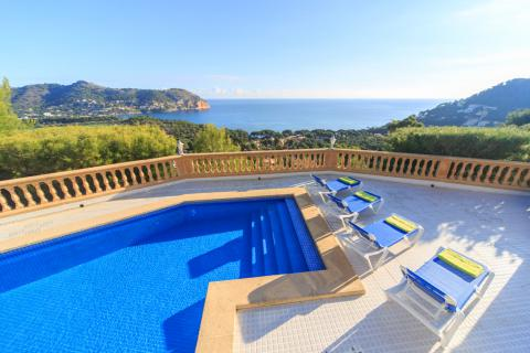 Villa Mallorca Ferien am Meer, Ferienvilla mit Pool und Meerblick an der Costa de Canyamel (Nr. 0690)