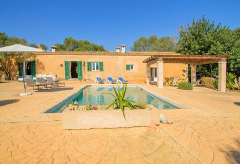 Mallorca Ostküste - restaurierte Finca mit Pool (3011)