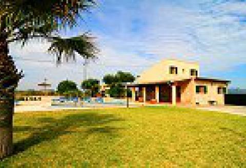 Mallorca Urlaub im Ferienhaus mit Pool und Klimaanlage (0402)