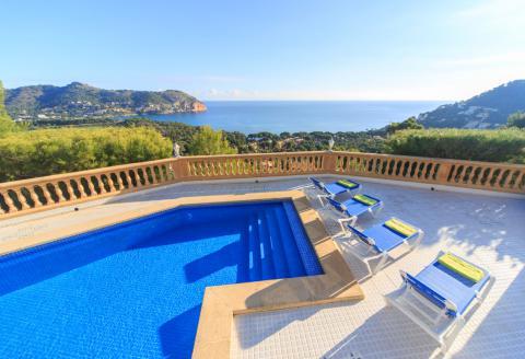 Villa mit Pool und fantastischem Meerblick (0690)