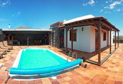 Ferienhaus mit beheizbarem Pool (Nr. 0840.2)
