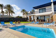Exklusives Ferienhaus mit Pool am Meer (Nr. 0875)