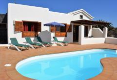 Strandnahes Ferienhaus mit beheizbarem Pool (Nr. 0897)