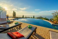 Exklusive Villa mit Pool und fantastischem Meerblick (Nr. 0802)