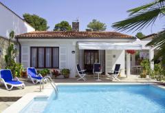 Strandnahes Ferienhaus mit Pool (Nr. 0240)