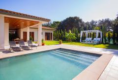 Modernes, privates Ferienhaus mit Pool und Klimaanlage (Nr. 0640)