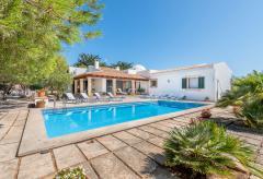 Strandnahes Ferienhaus mit Pool und Heizung (Nr. 0684)