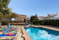 Modernes Ferienhaus mit Pool und Klimaanlage (Nr. 0525)