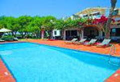 Finca-Hotel mit Pool an der Westküste von Menorca (Nr. 0569)