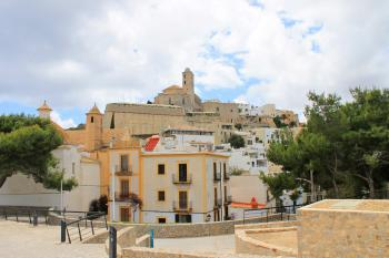 Ibiza-Stadt mit Blick auf die Altstadt (Dalt Vila)