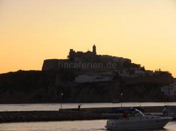 Ibiza-Stadt am Abend