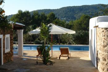 Finca mit Pool und Außenküche