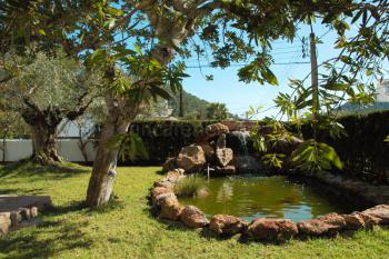 Garten und Teich - Ferienhaus Cala Llonga