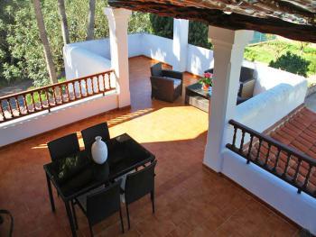 Strandnahes Ferienhaus mit Pool und Terrasse