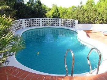 Pool auf Wunsch beheizbar