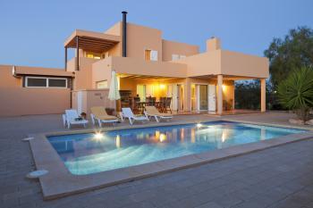 Ferienhaus mit Pool bei Sant Jordi