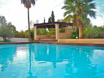 Moderne, komfortable Villa mit Pool