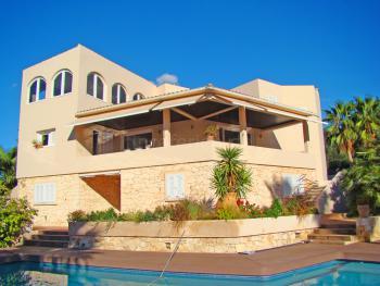 Private Villa mit Pool und Klimaanlage