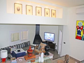 Wohnzimmer mit Internet, Sat-TV, Kamin