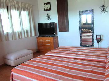 Schlafzimmer mit Sat-TV
