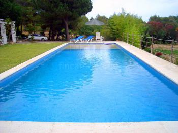 Ferienhaus mit Pool und großem Garten
