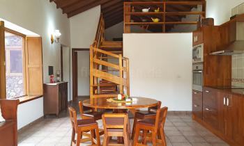 Küche, Essplatz und Empore