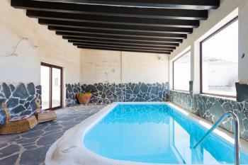 Ferienhaus mit Pool, Sauna und Klimaanlage
