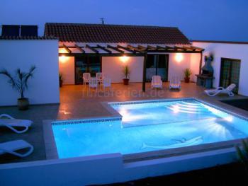 Villa mit beheiztem Pool