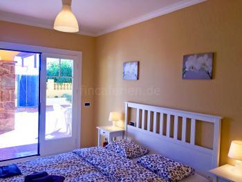 Schlafzimmer mit Terrassenausgang