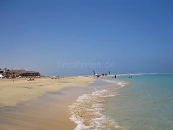 Langer Sandstrand auf Fuerteventura