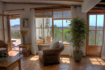 Wohnbereich mit Ausgang zur Terrasse