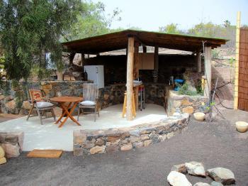 Außenküche und Terrasse