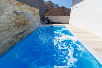 Modernes Ferienhaus mit beheiztem Pool