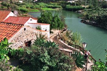 Natursteinhaus am Chira-See