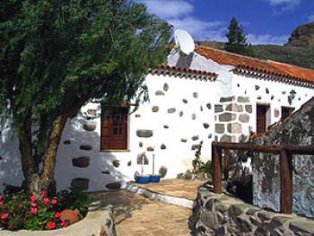Natursteinhaus mit 4 Ferienwohnungen