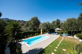 Landhaus mit Pool und Garten