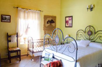 Schlafzimmer mit Doppelbett und....
