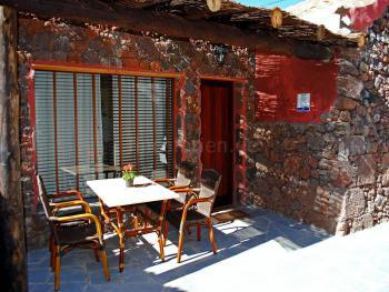 Gemütliche, überdachte Terrasse